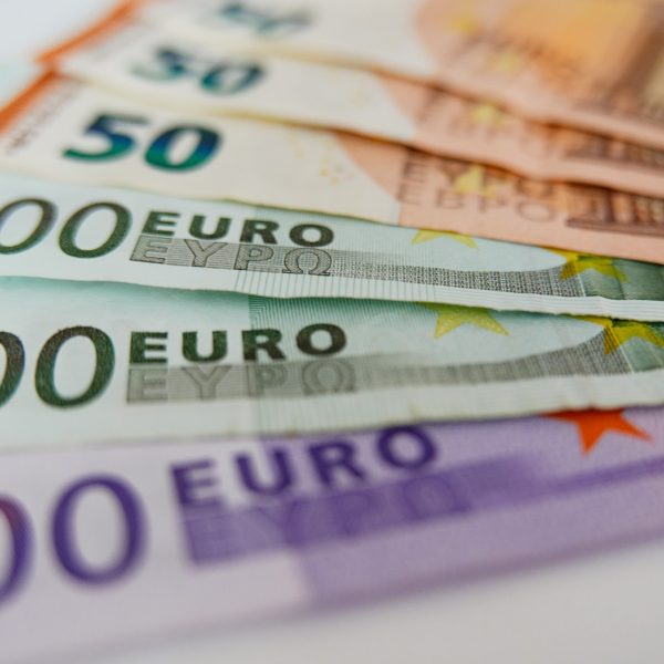 close-up-cropped-image-euro-banknotes-on-a-white-background_t20_bxRlop